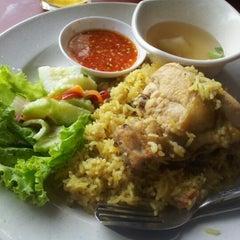 Photo taken at Restoran Sri Bunga by Hanizam M. on 9/25/2012