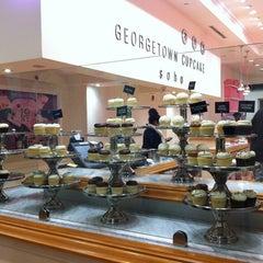 Photo taken at Georgetown Cupcake by ami o. on 11/18/2012