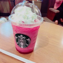 Photo taken at Starbucks Coffee ルミネ北千住店 by ぽいぽい on 10/1/2015