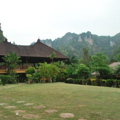 Photo taken at Railay Phutawan Resort by Niwat K. on 4/6/2013
