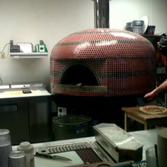 Photo taken at Austin's Pizza by Flo K. on 6/16/2014