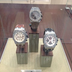 Photo prise au Audemars Piguet Boutique par Steve G. le6/4/2013