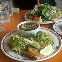 Photo taken at La Boulangerie de San Francisco by Ivy M. on 11/3/2012