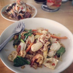 Photo taken at Katak Kitchen (ไก่ทอด ส้มตำ) by G J. on 9/5/2013