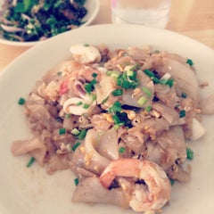 Photo taken at Katak Kitchen (ไก่ทอด ส้มตำ) by G J. on 6/24/2013
