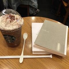 Photo taken at Starbucks Coffee なんば南海通店 by Hitoshi K. on 9/13/2015