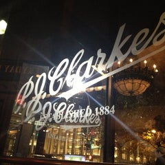 Photo taken at P.J. Clarke's by Kei O. on 11/11/2012