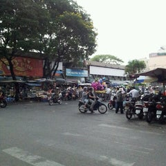 Photo taken at Nguyen Tri Phuong Market by Huu Dung N. on 3/23/2013