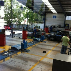 Photo taken at Planta Revisión Técnica TÜV by Alejandro V. on 12/10/2012