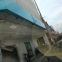 Photo taken at RHB Bank Jalan Stesen by Wan K. on 12/10/2012