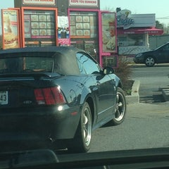 Photo taken at Dunkin' Donuts by Ari W. on 4/13/2013