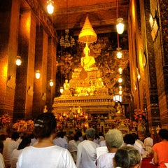 Photo taken at วัดพระเชตุพนวิมลมังคลารามฯ (Wat Pho) by Nutthaphop A. on 7/22/2013