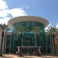 Photo taken at The Mall At Millenia by Carlos Edmur L. on 4/11/2013