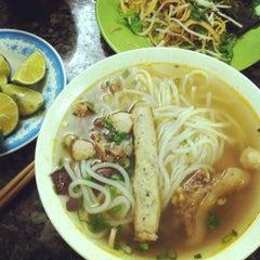 Photo taken at Bún bò giò heo Huế by Noong M. on 12/7/2013