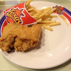 Photo taken at Texas Chicken by $K¥ $. on 3/11/2013