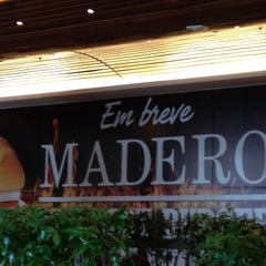 Photo taken at Madero Burger & Grill by Diogo B. on 5/2/2013