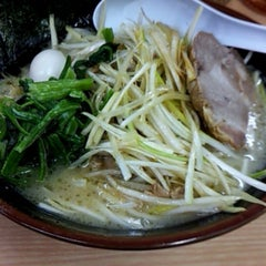 Photo taken at ラーメン 恵比寿家 by Hideo T. on 4/16/2013
