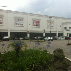 Photo taken at Hipermarket by Patricio V. on 10/21/2012