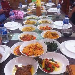 Photo taken at Sari Indah Restoran by A H. on 1/28/2015