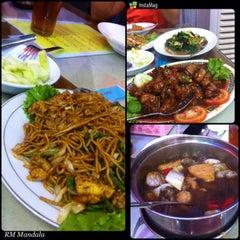 Photo taken at Mandala Chinese Restaurant by Armein H. on 10/3/2015