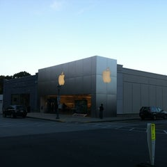 Photo taken at Apple Store, Suburban Square by Jay M. on 9/29/2012
