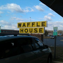 Photo taken at Waffle House by Bob M. on 2/17/2013