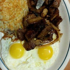 Photo taken at IHOP by Andres G. on 12/27/2014