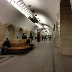 Photo taken at Метро Кузнецкий мост (metro Kuznetsky Most) by Alexey I. on 11/2/2012