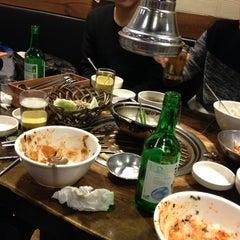 Photo taken at 새마을식당 by Eric Yun K. on 1/16/2014
