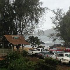Photo taken at Kalapaki Beach Hut Burgers by Ludwig G. on 1/3/2013