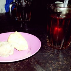 Photo taken at RM Mutiara Bakso & Mie by Fifin S. on 10/25/2013