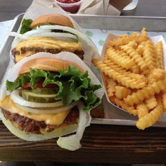 Photo taken at Shake Shack by Idan D. on 7/5/2013