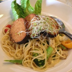 Photo taken at Organic Express - Meat Free Dining Experience - TCH by Sushan K. on 1/12/2013