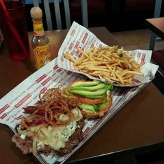 Photo taken at Smashburger by Kino on 5/5/2013
