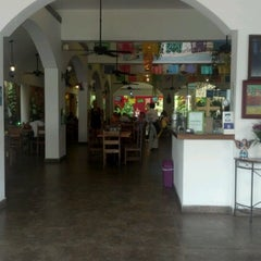 Photo taken at La Choza Cozumel by Luis C. on 11/12/2012