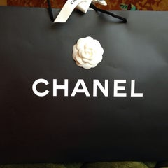 Photo taken at CHANEL Boutique by @flakitavalente™ 👜 on 9/5/2015