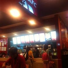 Photo taken at KFC by Ê. K. on 3/16/2014