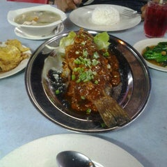 Photo taken at Sri Wangsa Seafood by Wadi -. on 5/11/2013