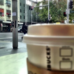Photo taken at Starbucks by 高手놀리밑™ on 4/18/2013