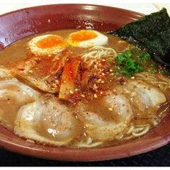 Photo taken at Gumshara Ramen (がむしゃら ラーメン) by 高手놀리밑™ on 11/12/2012