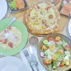 Photo taken at The Pizza Company by ตะบี๋'ㅅ' on 2/19/2016