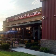 Photo taken at Bob's Burgers & Brew by Ben W. on 8/17/2014