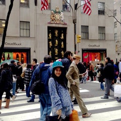 Photo taken at Cole Haan by Fahsai P. on 5/18/2013
