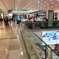 Photo taken at Westfield Stratford City by Bajovic A. on 5/14/2013