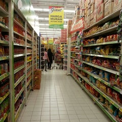 Photo taken at Giant Hypermarket by Ekow K. on 5/29/2013