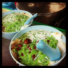 Photo taken at Penang Road Famous Teochew Chendul (Tan) by N.Keong K. on 7/28/2013