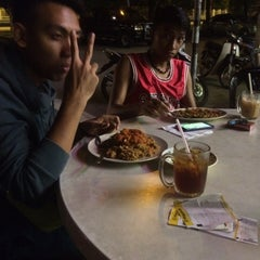 Photo taken at Restoran Nawas Maju by Qhairany N. on 5/4/2015
