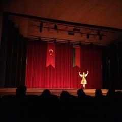Photo taken at Hacettepe Üniversitesi Kültür Merkezi M Salonu by Büyük B. on 11/19/2012
