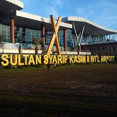 Photo taken at Sultan Syarif Kasim II International Airport (PKU) by Romi K. on 5/10/2013