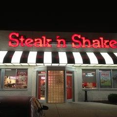Photo taken at Steak 'n Shake by Chip L. on 8/4/2013